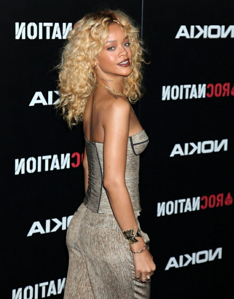Haare blond Rihanna