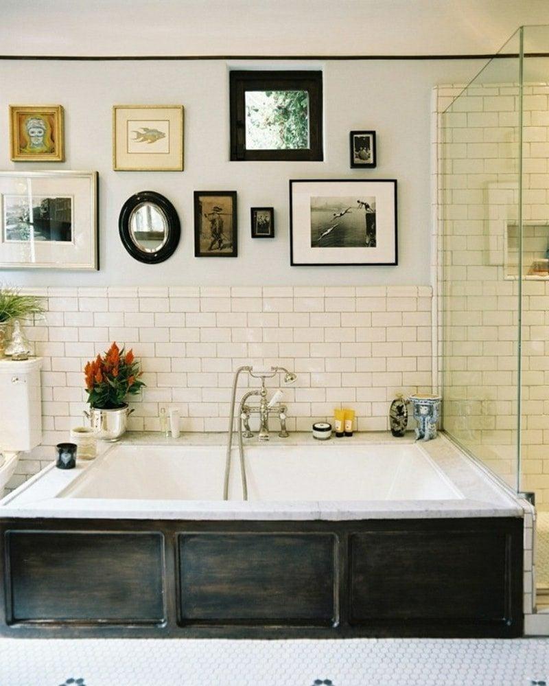bilderrahmen aufhängen badezimmer wand deko