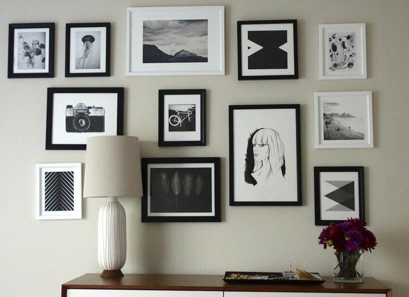 fotowand bilderrahmen in schwarz und weiß anordnen