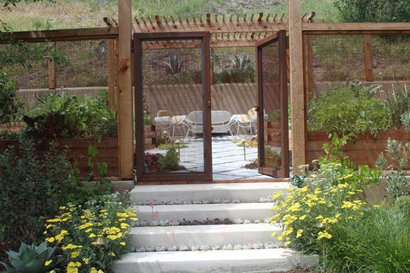 Gartenzaun günstig aus Holz und Metall