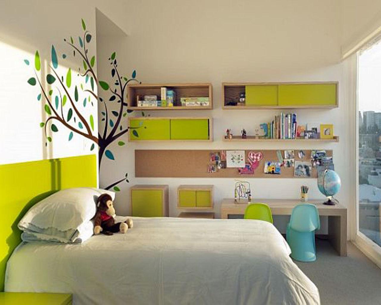 Schick und gemütlich - Kinderzimmer im Grün mit großem Fenster