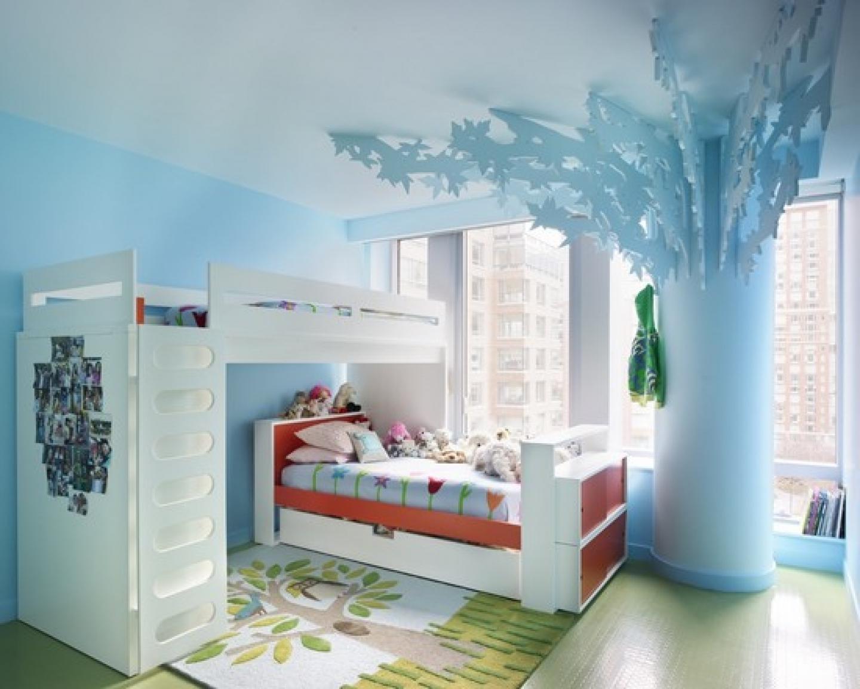 Das Kinderzimmer mit dem Baum