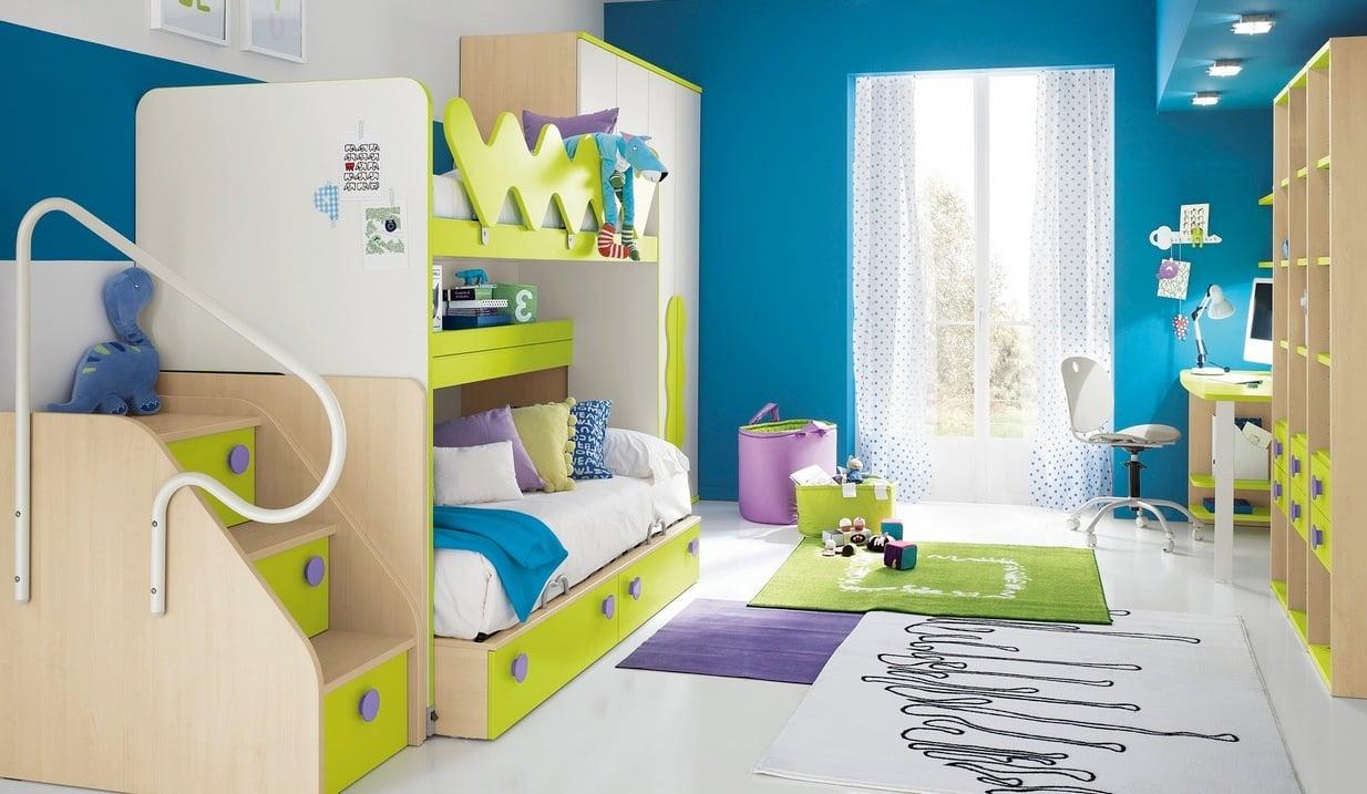 Kinderzimmer in frischen Farben für zwei Kinder