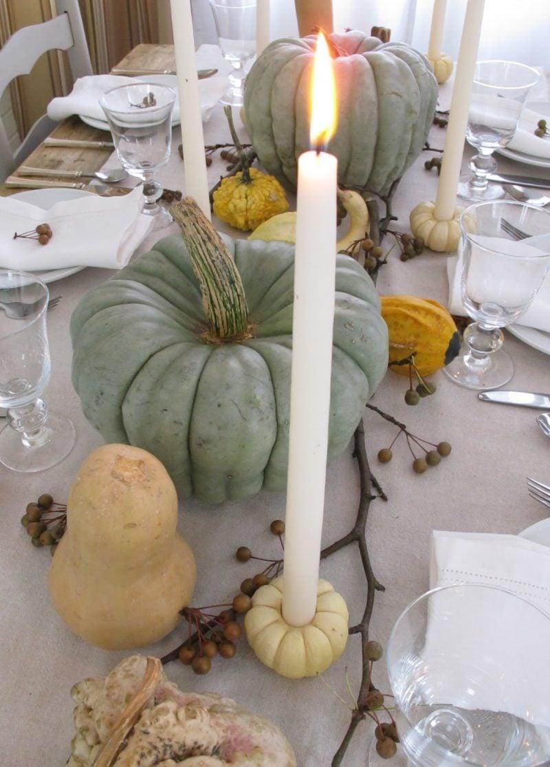 Herbstliche Tischdeko mit Kürbissen