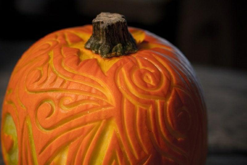 Halloween Kürbis schnitzen kunstvolle Ideen