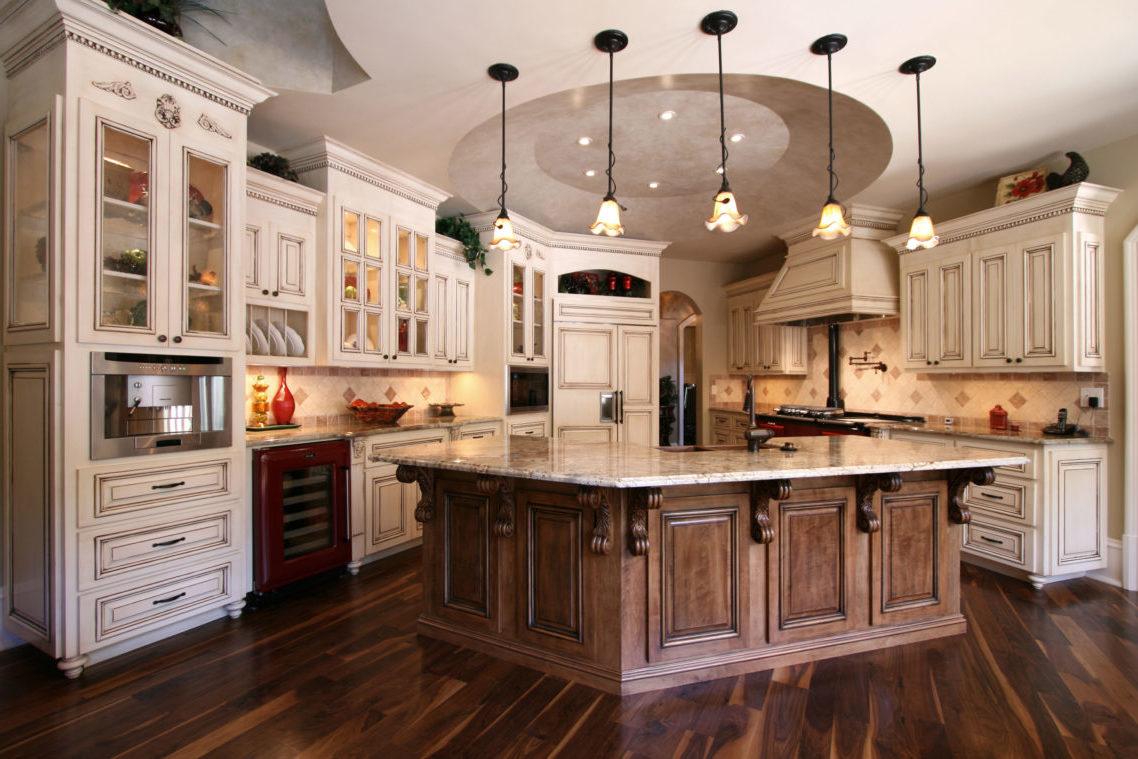 Barocke Landhausküche - Moderne Ausstattung trifft Tradition und Romantik