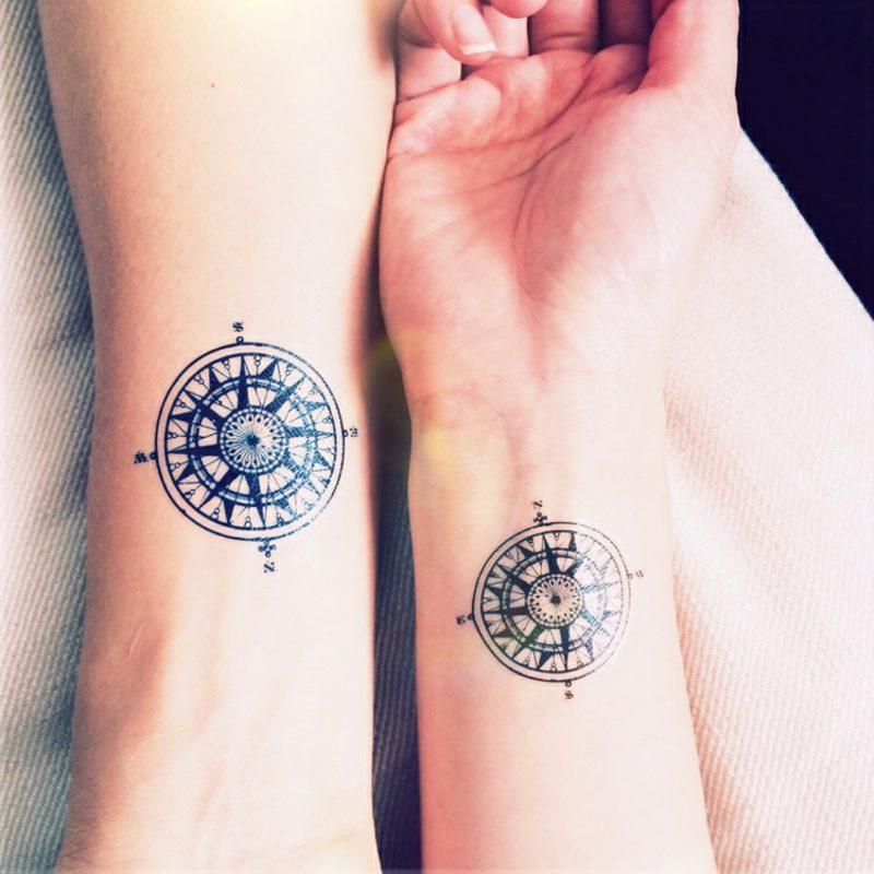 Tattoo Spruch Familie Kompass Handgelenk