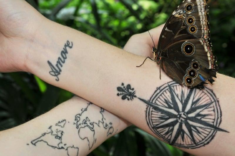 Tattoo Weltkarte Kompass Unterarm