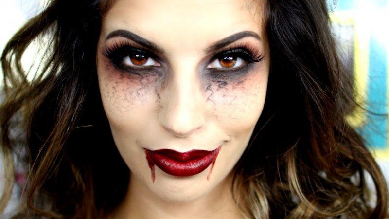 Schminken zu Halloween Vampir Make-up Anleitung