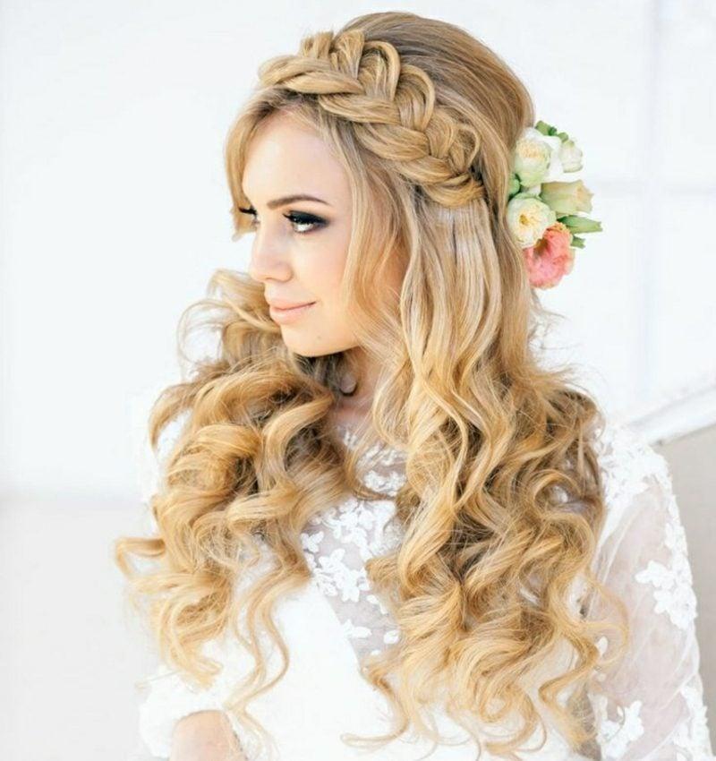 eindrucksvolle Frisur französischer Zopf lange Haare