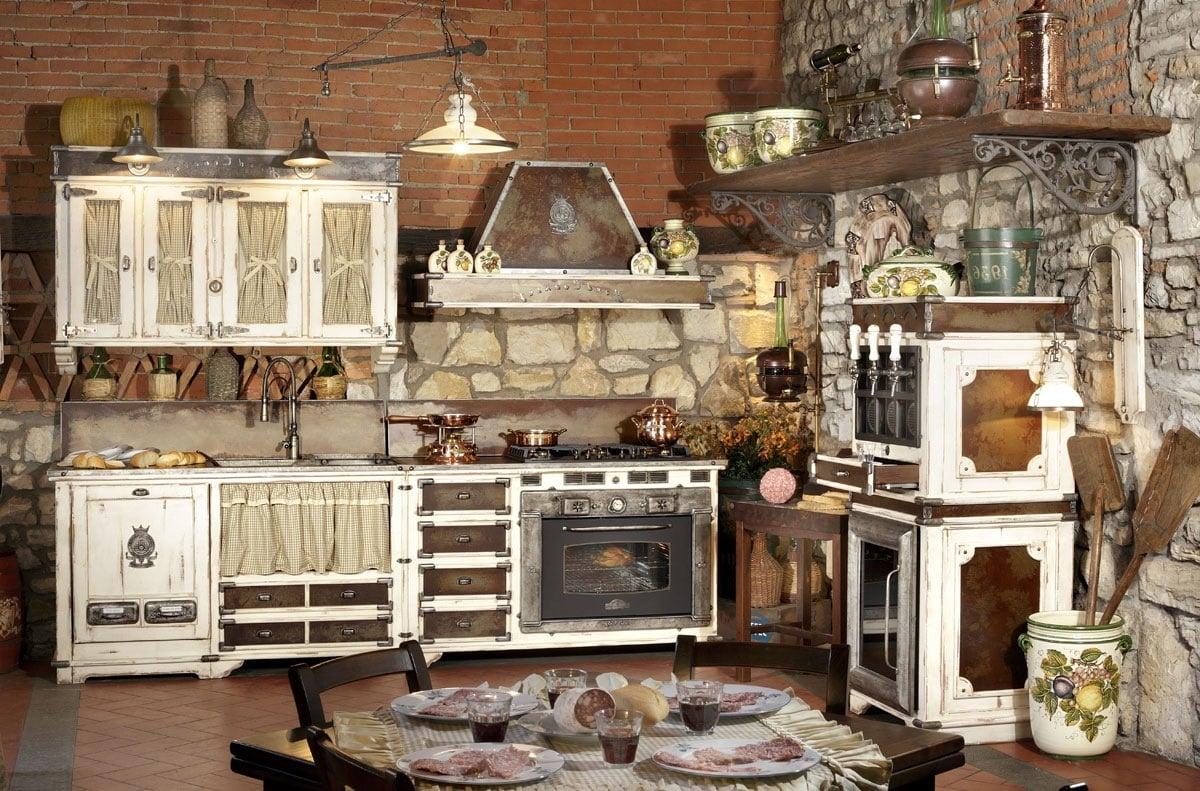 Mediterrane Küche im Landhausstil im Kombination mit Stein