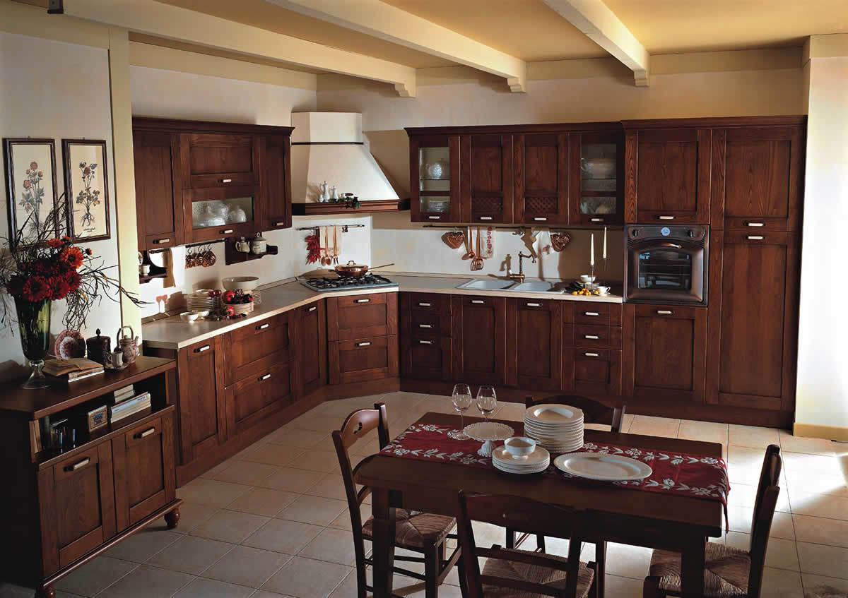 Schlichte Küche im Landhausstil aus dunklem Holz