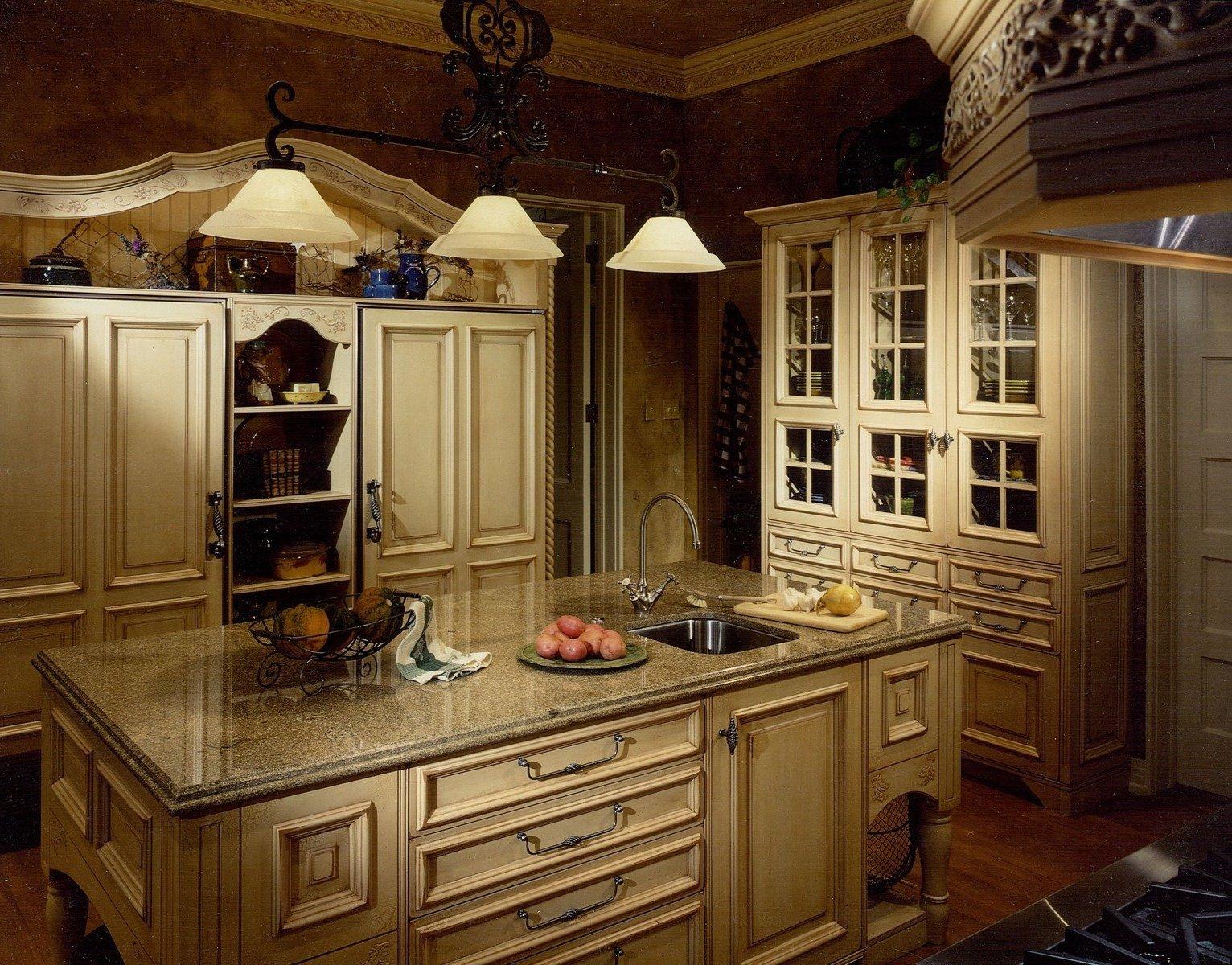 Schicke romantische Küche im Landhausstil