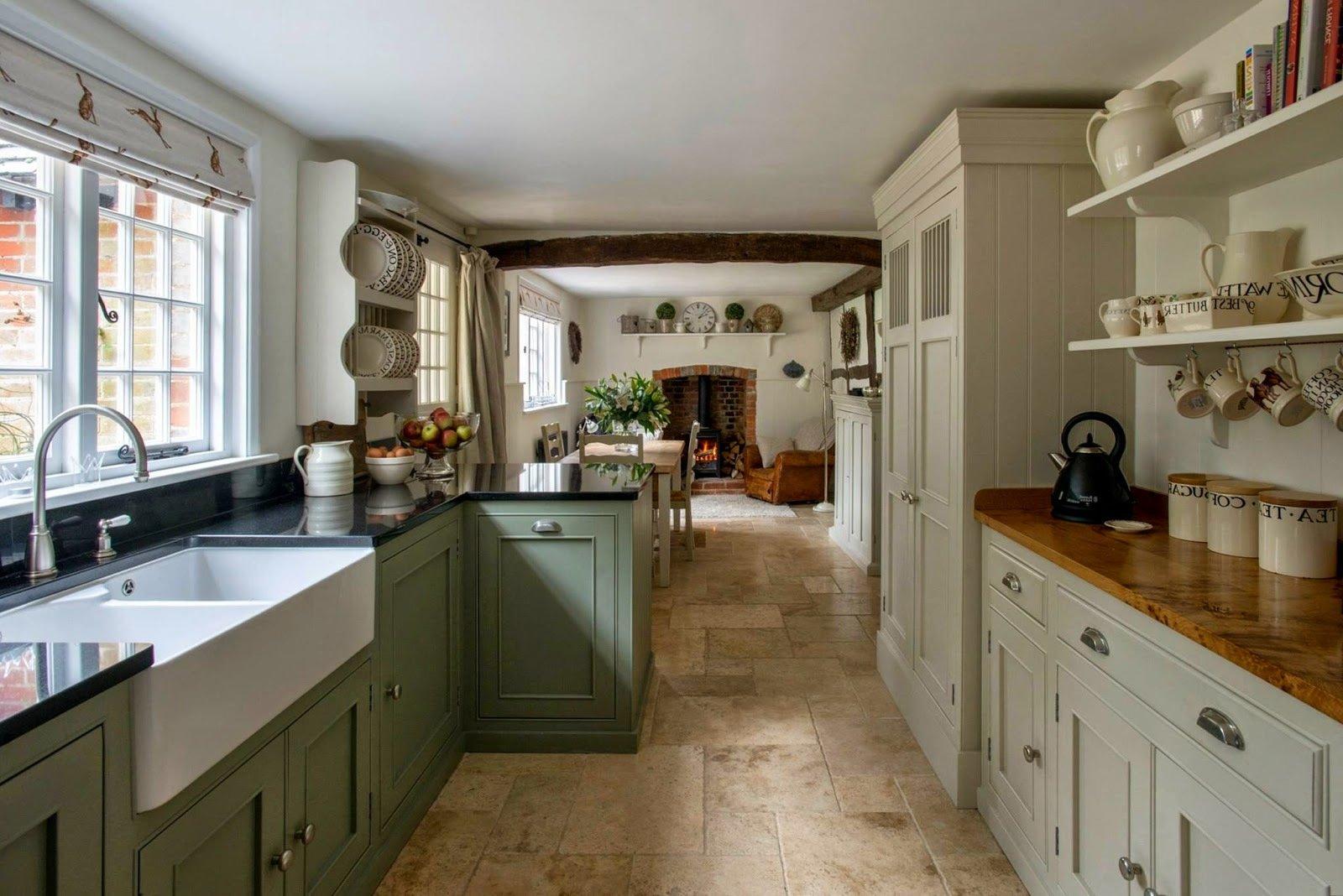 Romantische Landhausküche in Pastelfarben