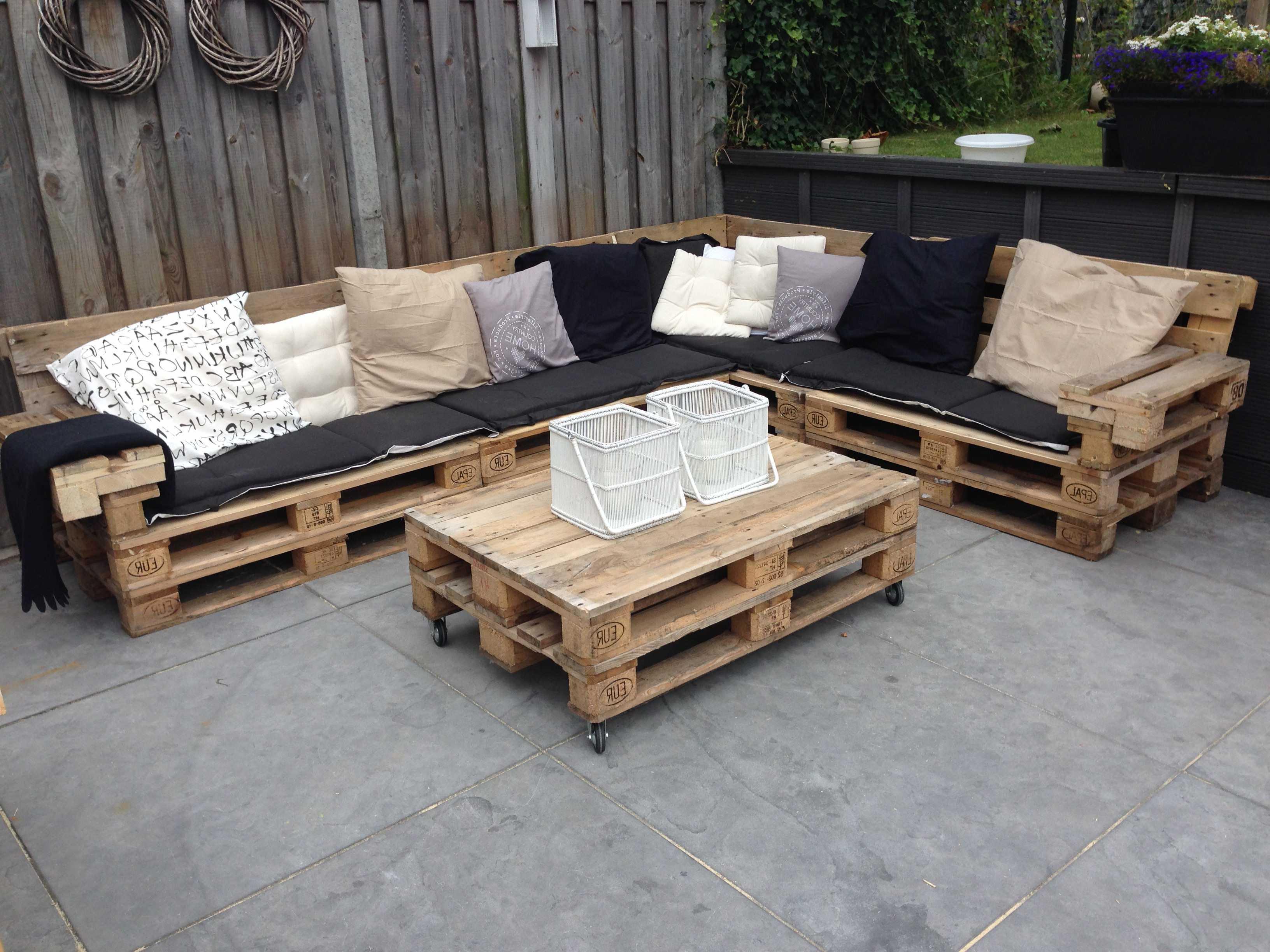 Garten lounge selbst gestalten das gr ne wohnzimmer im eigenen garten balkon diy garten - Garten lounge aus paletten ...