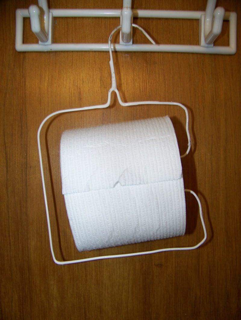 kleiderbügel toilettenpapierhalter