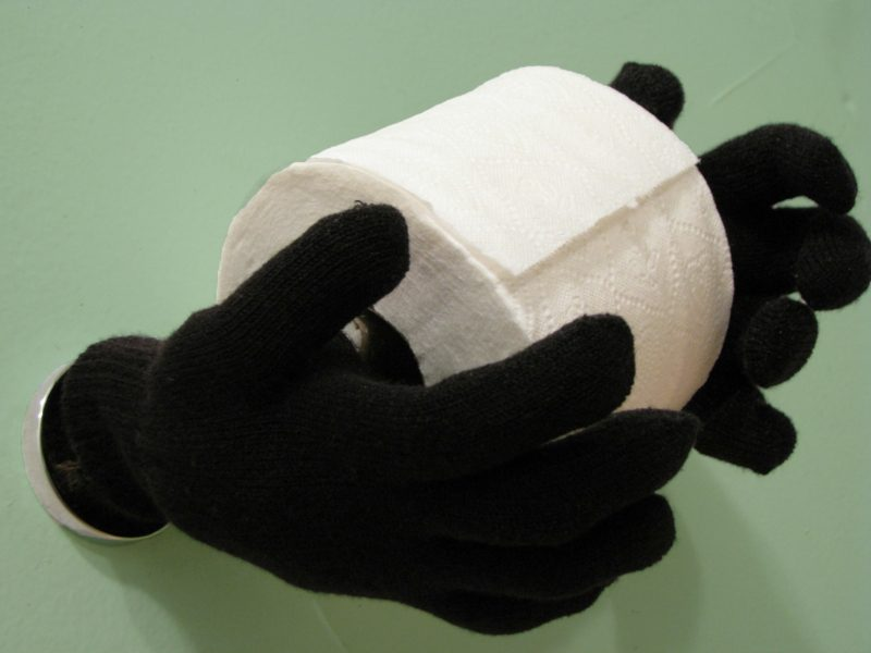 kreativ diy toilettenpapierhalter handschuhe
