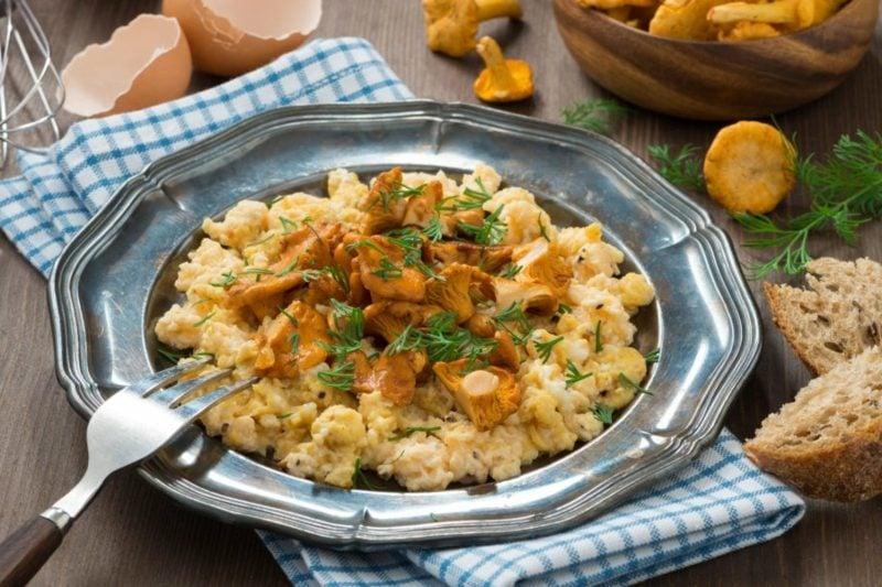 gesunde Gerichte Rühreier mit Pfifferlingen