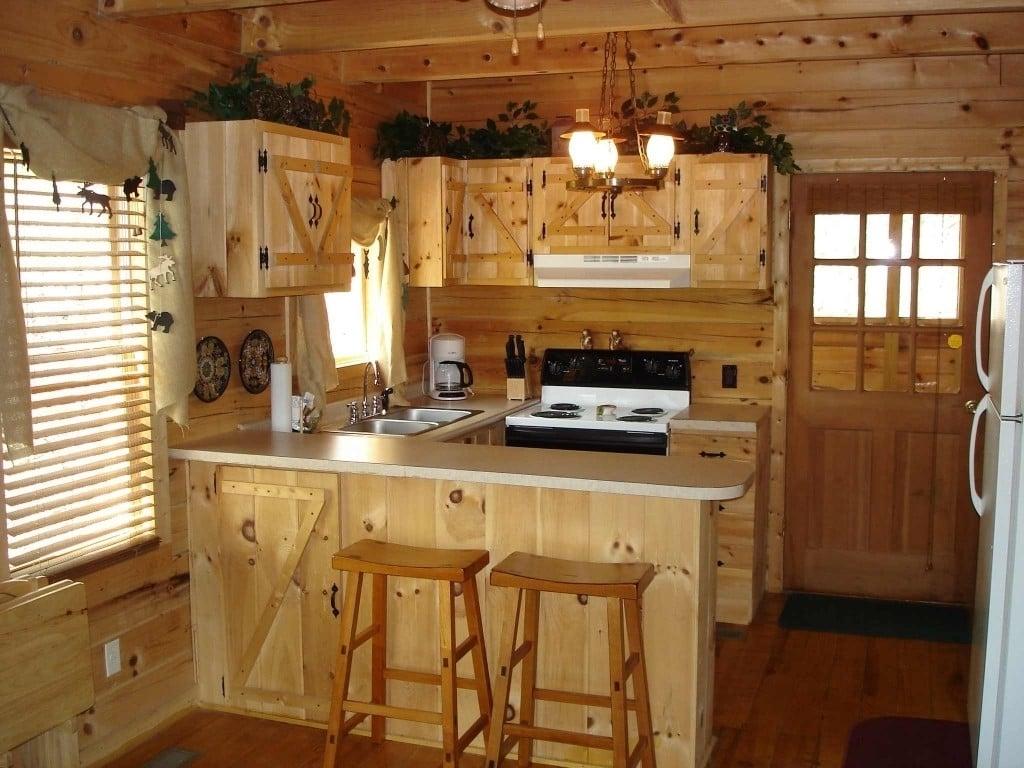 Ländlich und schick-kleine Küche im Landhausstil