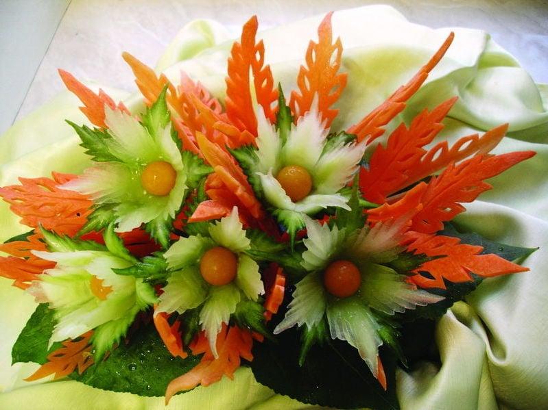 Gemüse schnitzen-ein Blumenstrauß aus Gemüse kreieren