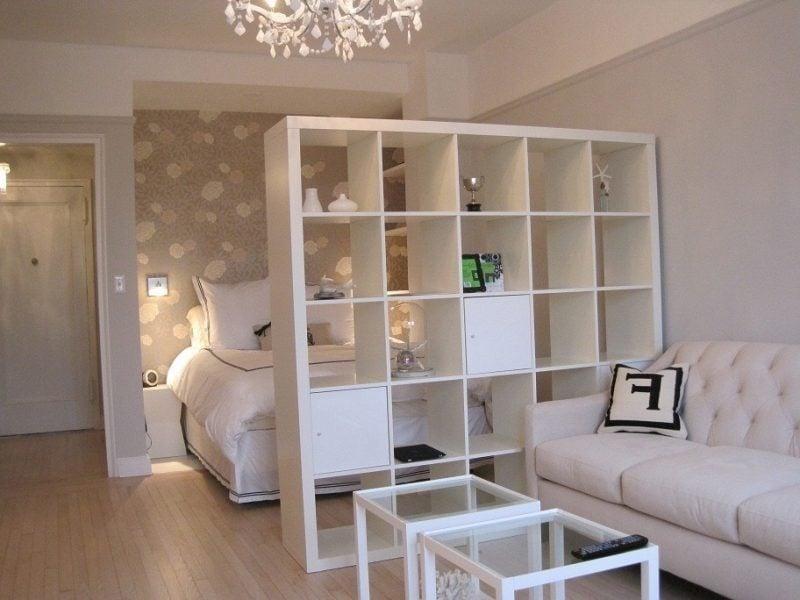 Zonen-Trennung durch Regal in einer 1 Zimmer Wohnung
