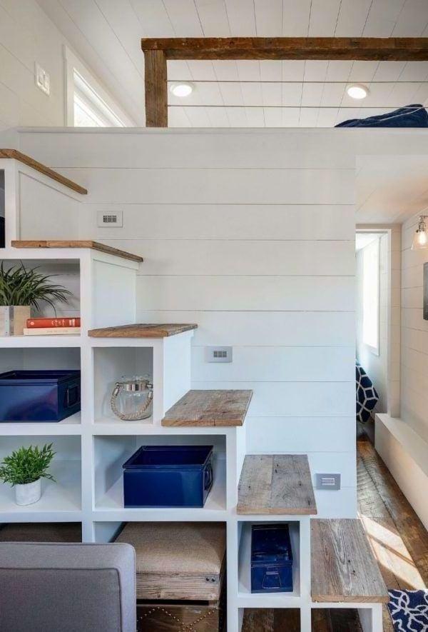1 Zimmer Wohnung Einrichten - Regalen unter den Treppen