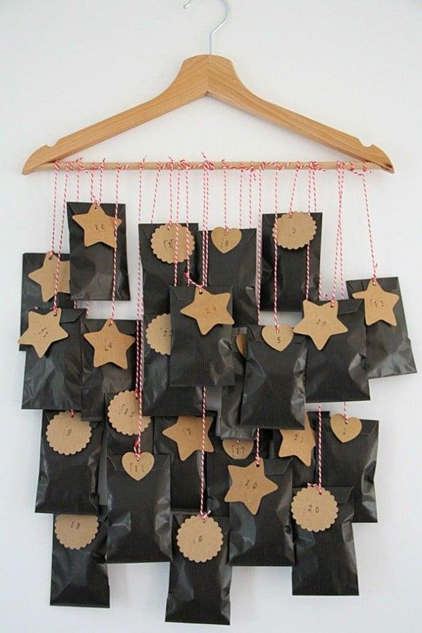 Adventskalender selber basteln mit Kleiderbügel