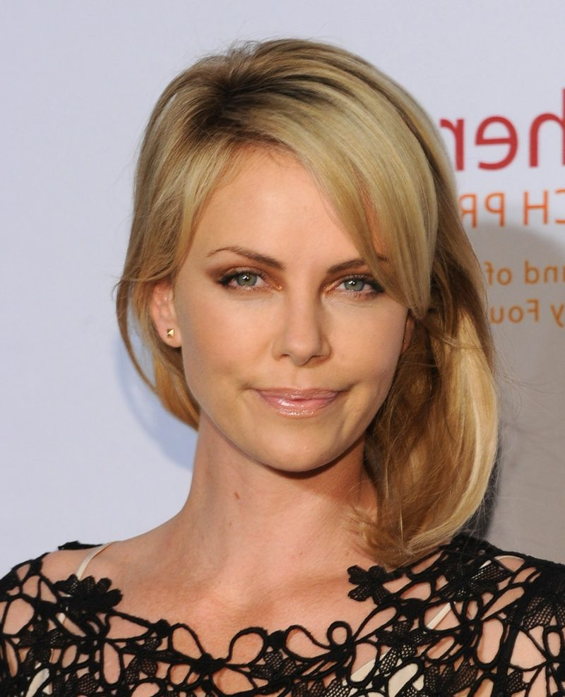 Long Bob blonde Haare schulterlang Charlize Theron