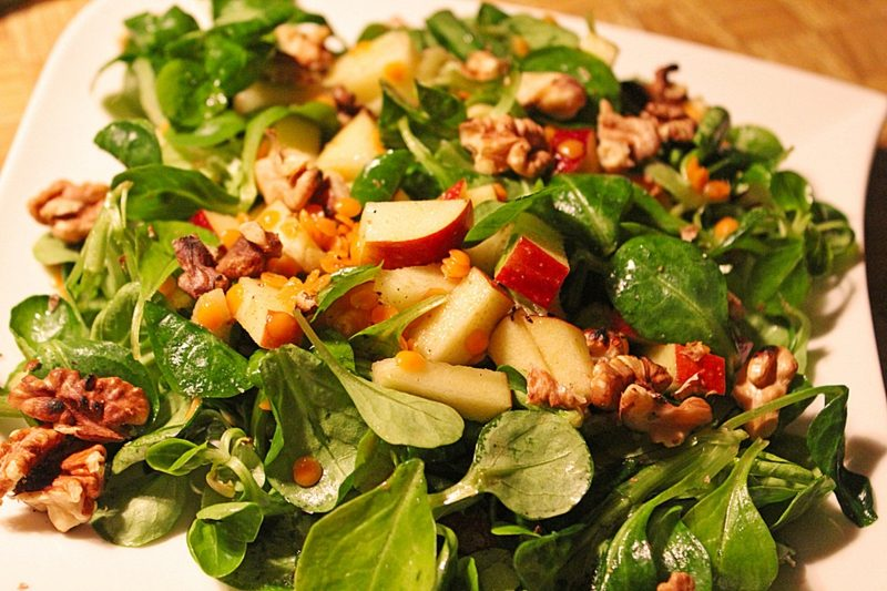 Kalorien Salat rote Linsen Walnüsse