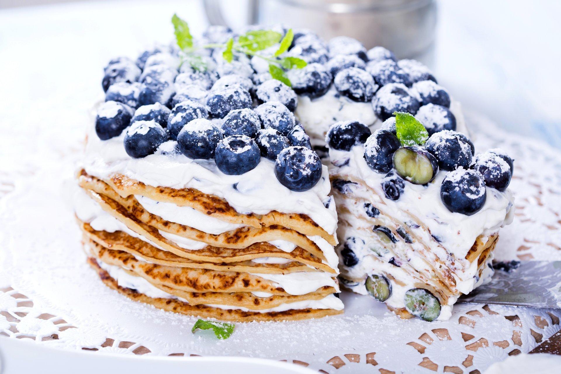 Schöne Pnacake-Torte mit Buttermilchcreme