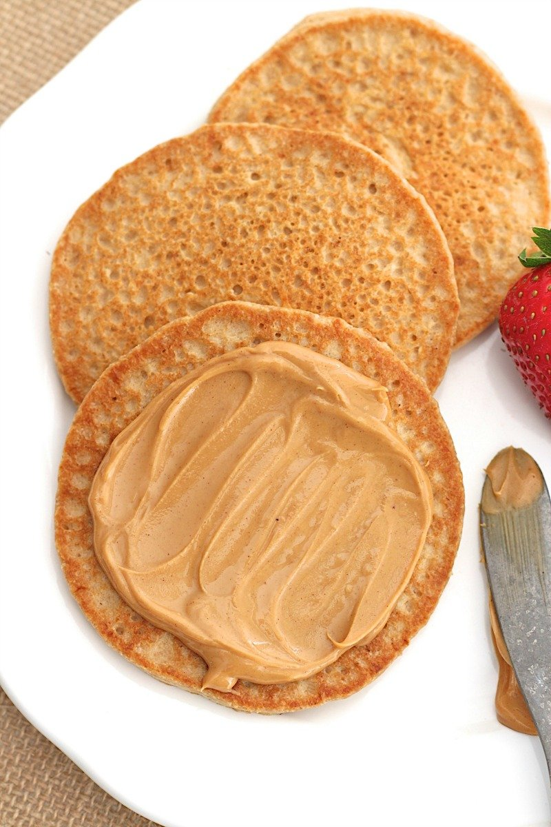 Eiweiss Pancakes mit Erdnussbutter