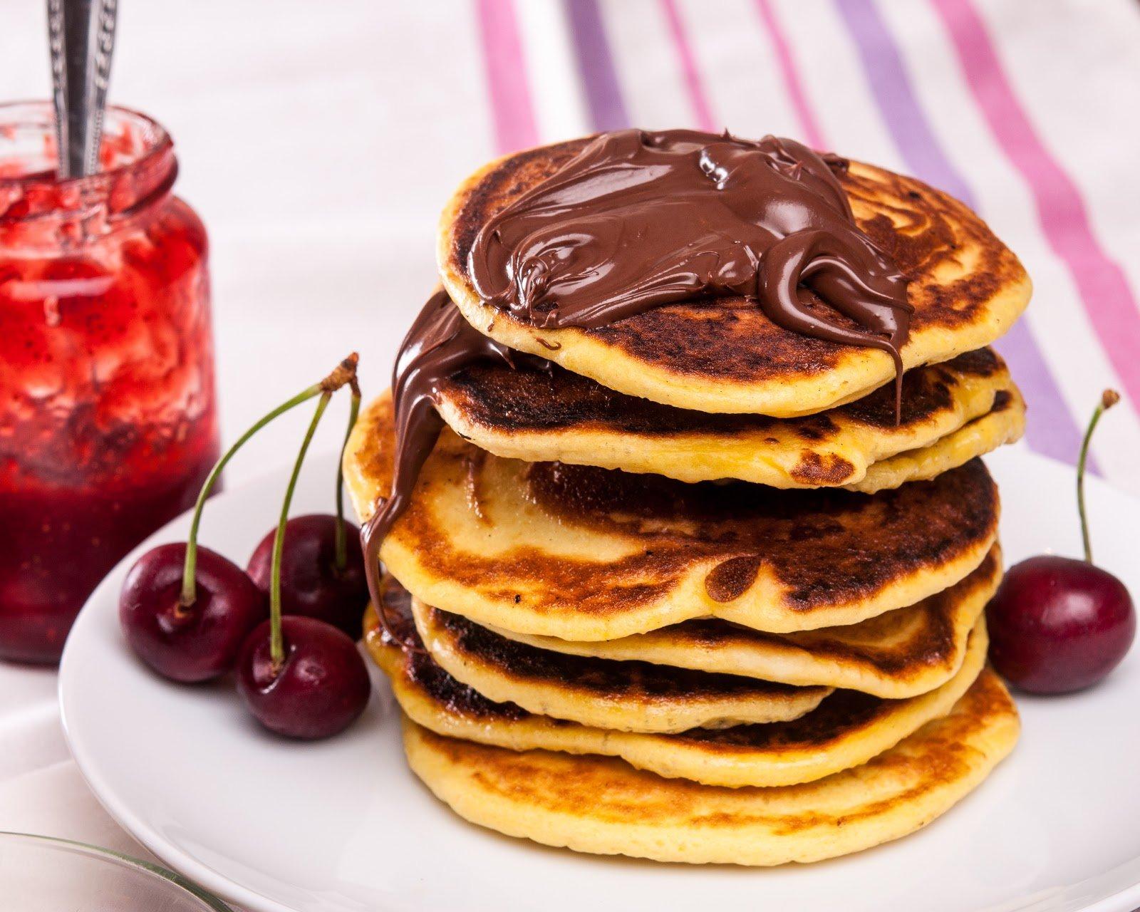Pfannkuchen mit Chkocreme