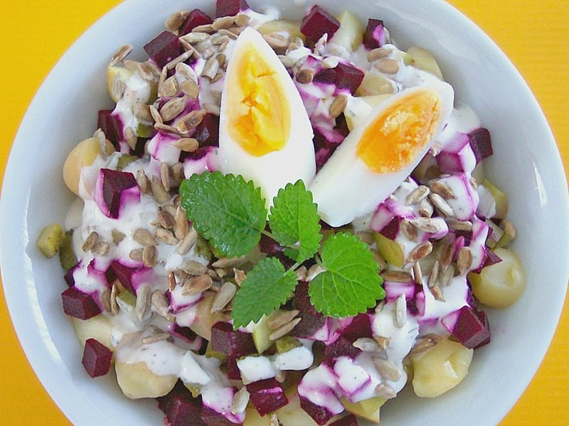 einfaches Abendessen Herbstrezepte Kartoffelsalat mit Roter Bete