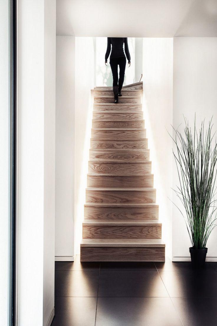 Hinterbeleuchtete Treppe, sehr ausgefallen und modern