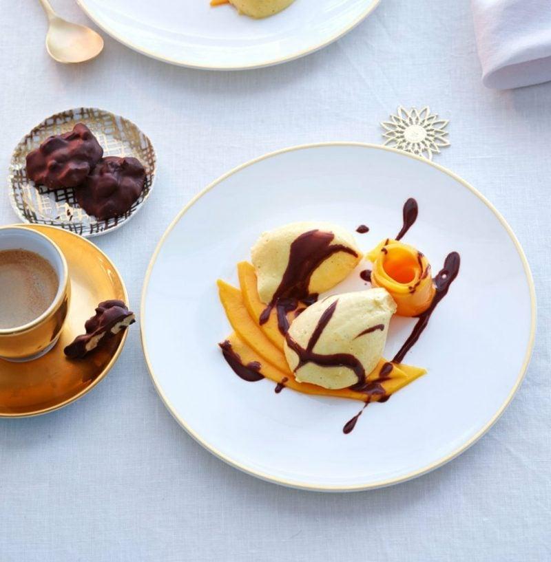 Weihnachtsdessert Mangomousse mit Schokolade