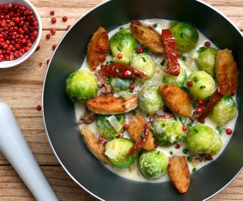 Rosenkohl gesund Pfanne mit Fleisch und Gemüse