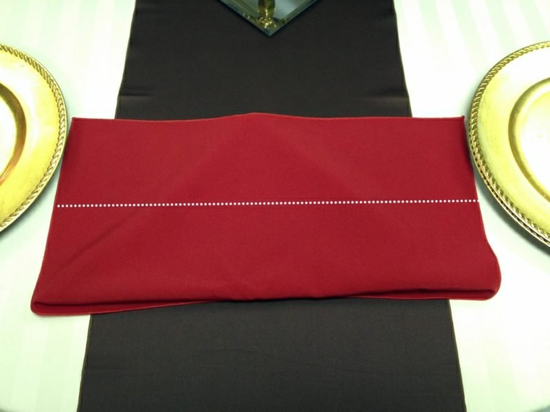 Servietten falten zu Weihnachten auf die Rückseite stellen