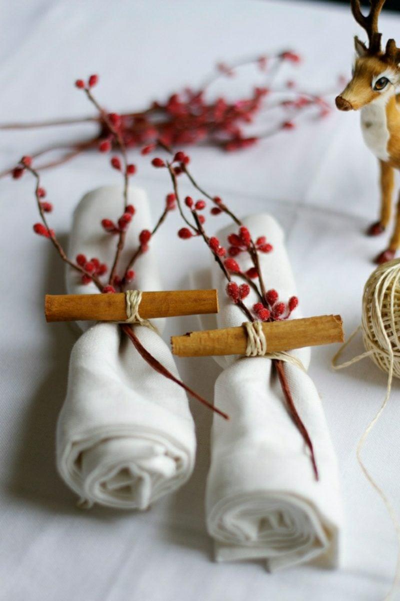 Servietten falten zu Weihnachten Serviettenringe basteln