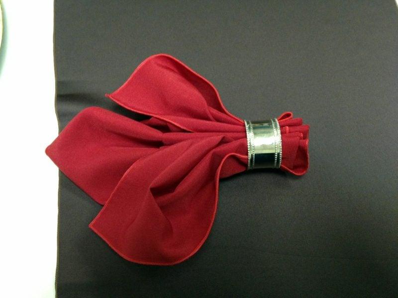 servietten falten zu weihnachten ideen und anleitungen. Black Bedroom Furniture Sets. Home Design Ideas