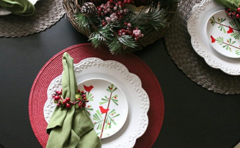 Servietten falten zu Weihnachten Serviettenring Beeren