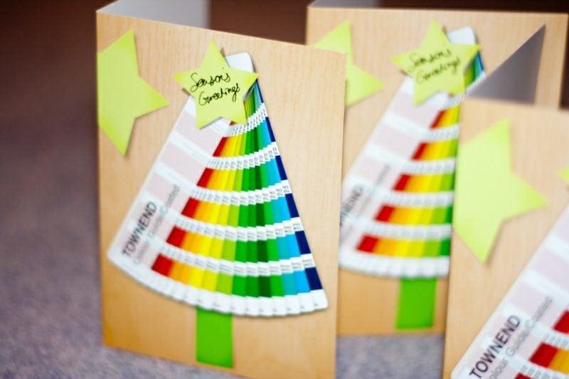 Weihnachtsgrüβe und herrliche karten Weihnachtsbaum bunt