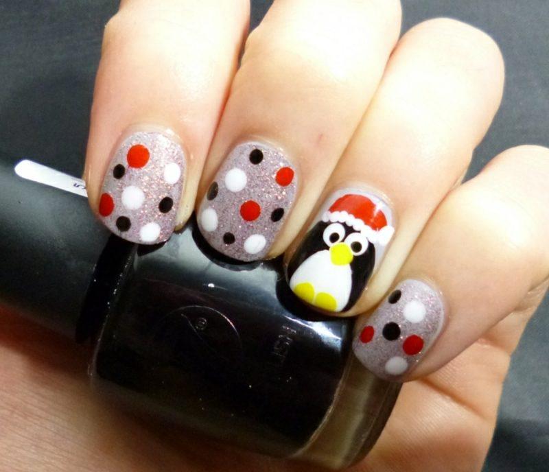 Nageldesign Weihnachten Pinguin Punktenmuster
