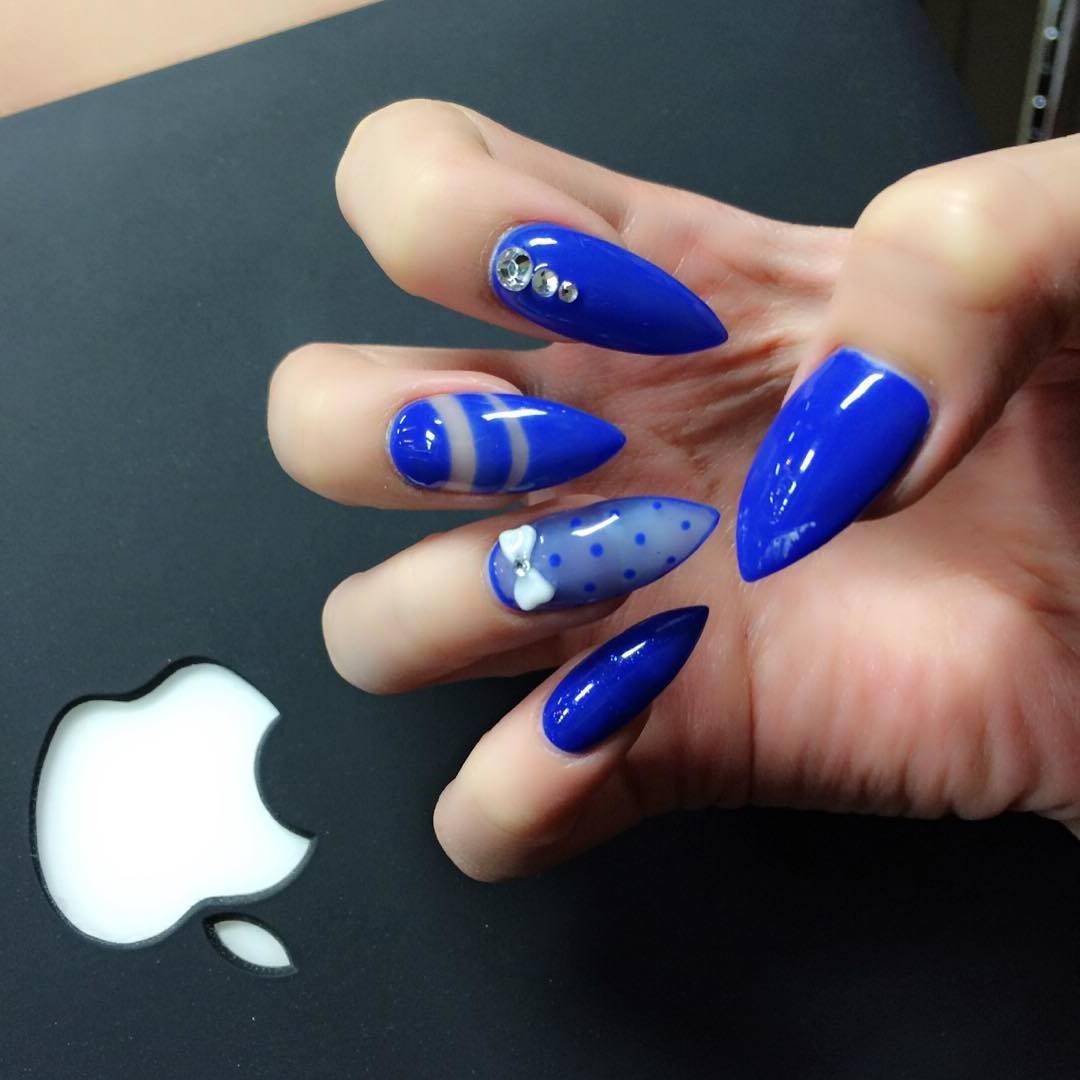 Royalblue - eine schöne Farbe für Nägel lackieren