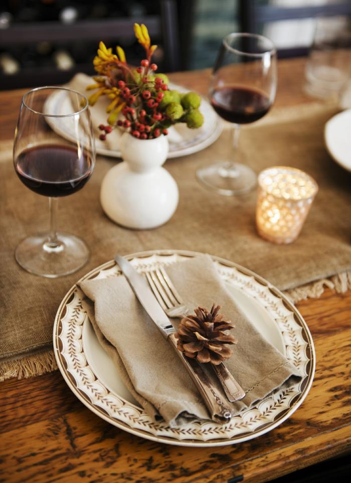 Grillparty im Herbst organisieren, tolle Ideen für Tischdekoration