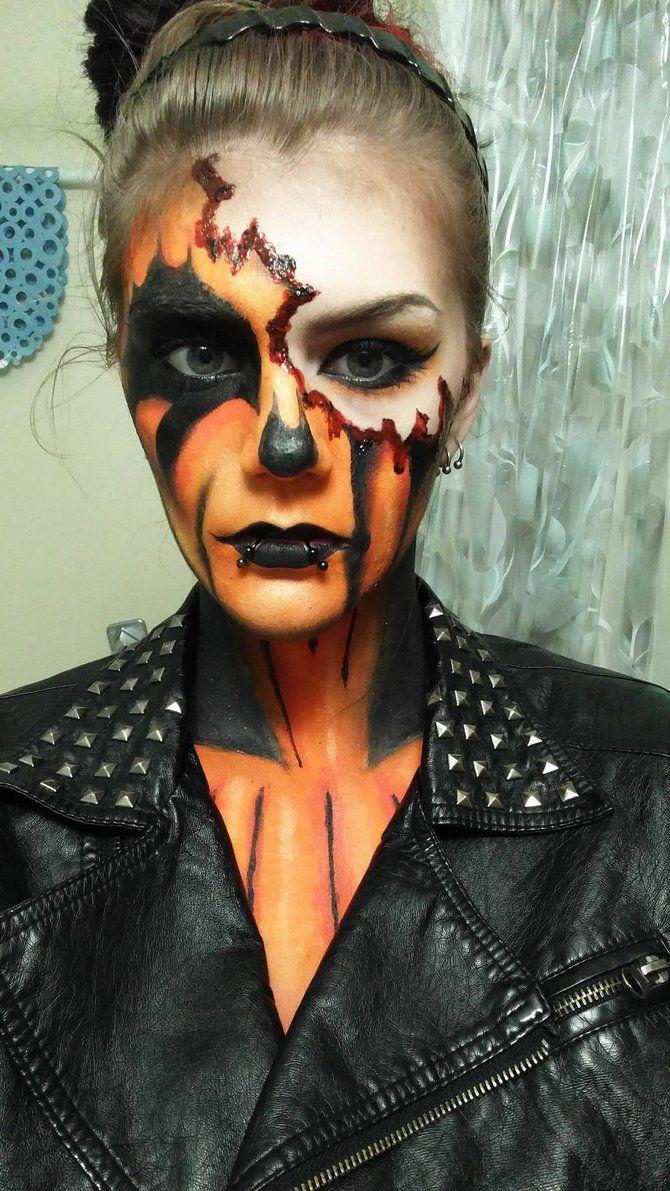 Wählen Sie den passenden Halloween Kostüm für Ihr Halloween Makeup und lassen Sie alle Augen auf Sie richten!