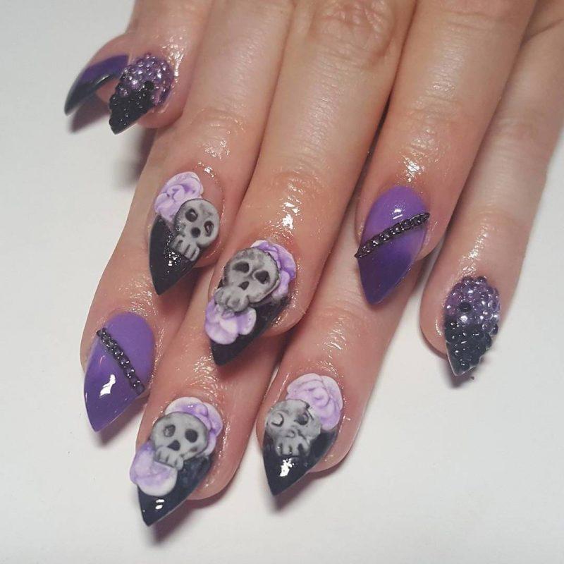 Halloween Nägel mit Totenkopf