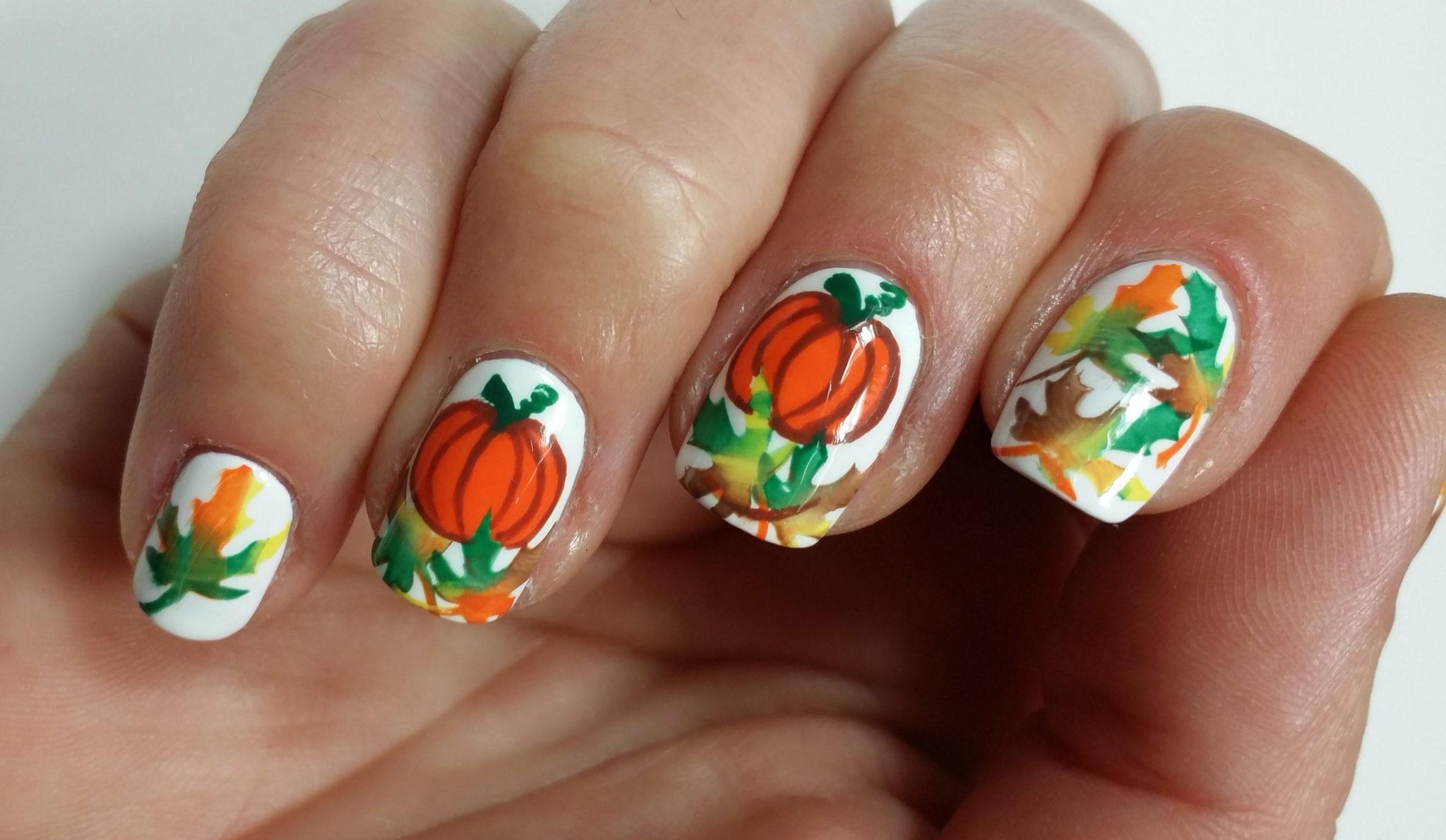 Halloween Nägel lackieren