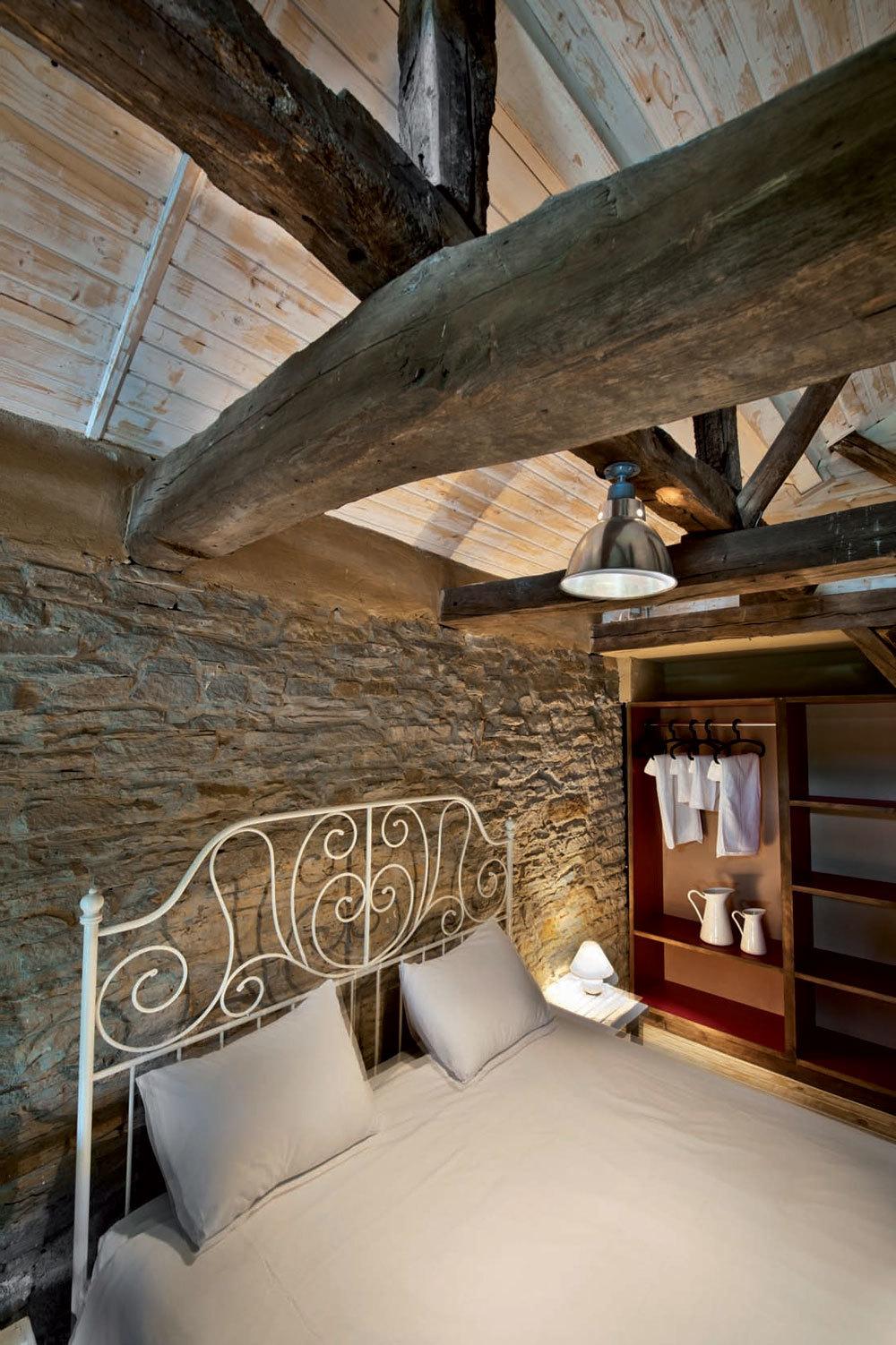 Steinverkleidete Wände brauchen Lichtakzente