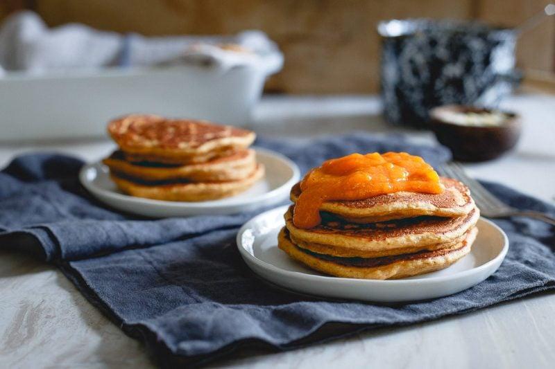 Richtig essen: gesunde Pancakes mit Kaki