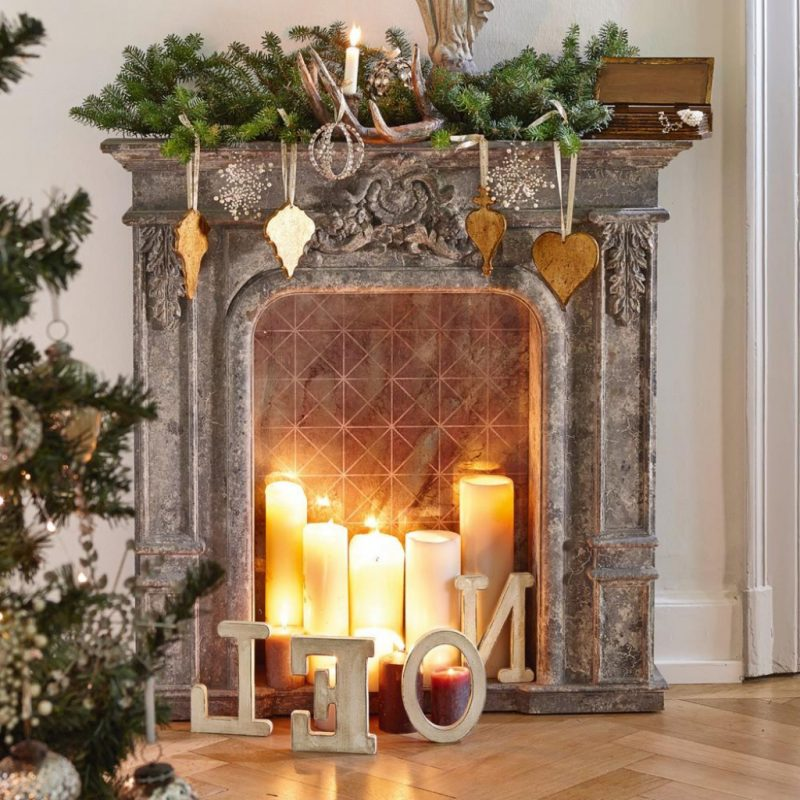 Kaminkonsole Dekoration fuer Weihnachten